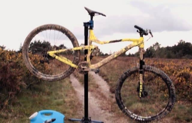 how to clean mountain bike chain