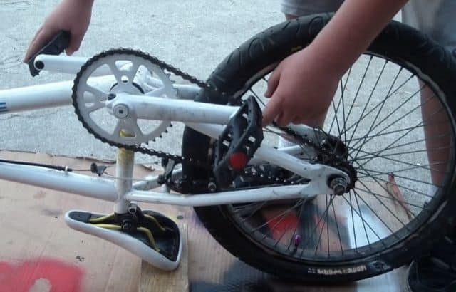 how to tighten a bike chain without gears