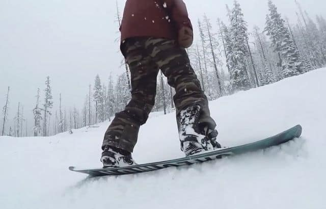 how to turn on a snowboard