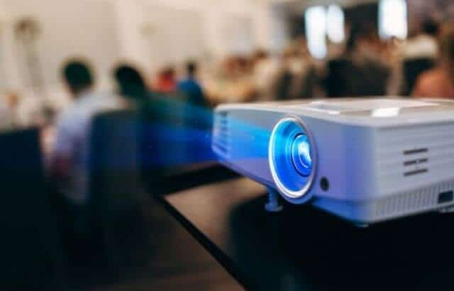 how to connect a projector with Mac computer
