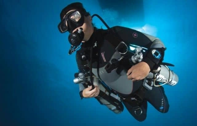 scuba diving snorkels work underwater
