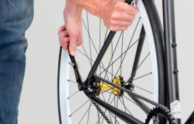 how to tighten a bike chain with a derailleur